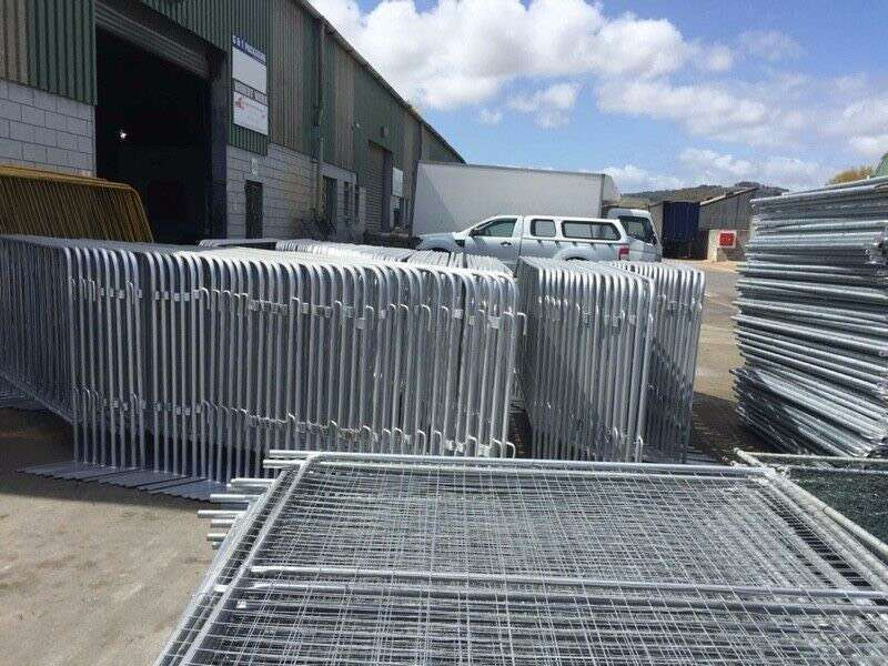 Fence barriers, Affordable crowd barricades 0