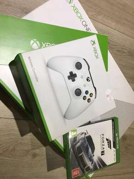 XBOX ONE S 1TB + Controllers + Games