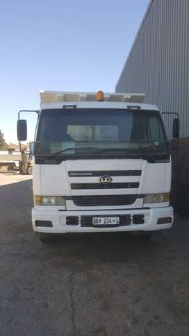 NISSAN UD440 DOUBLE DIFF TIPPER - 2010