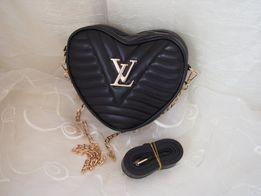 Louis Vuitton Czarna stylowa listonoszka damska w kształcie serduszka