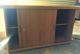 Oak Veneer Credenza in excellent condition (1.3m x 0.64m)