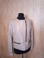 Кожаная куртка красивого бежевого цвета.