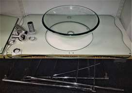 Glass basin with stand