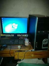 Image of Desktop computer for sale with windows 10 plus microsoft office07 R180
