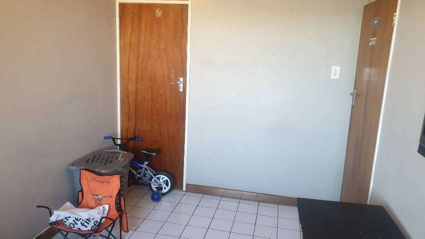 A room to rent for a student or a single person in Bellville .