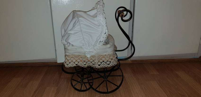 Vintage doll stroller with doll and bedding 0