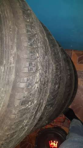 Tyers for sale 18inch for toyota bakkie 60persent tread