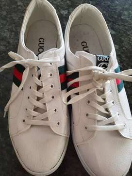 2 lovely gucci shoes