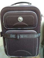 Продам чемодан Derby