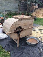 Млынок, старинный механизм для просеивания и выбраковки зерна.