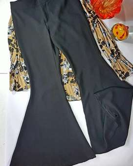 Zara Basic flaired pants size Small