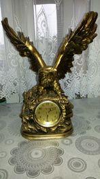 zegar z motywem orla
