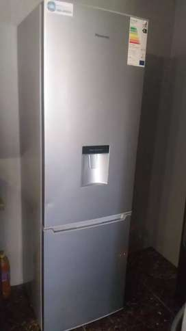 Hisense Fridge Freezer with water dispenser