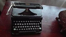 Przedwojenna niewielka maszyna do pisania Triumph