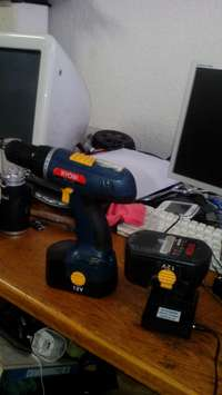 Image of 2 Cordless 12v drills + Charger R585