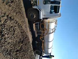 Selling a Ford cargo water Bawser