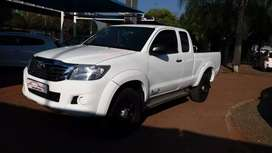 2.5 diesel turbo Hilux on the road with papers