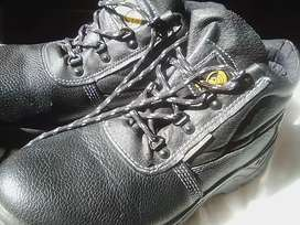 Boxer safety boots Uk 8
