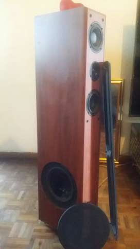 STUNNING ACOUSTIC RESEARCH AUDIOPHILE FLOOR STANDING SPEAKERS AS NEW