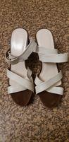 Босоножки новые женские белые кожаные,каблук 8 см, стелька 26 см