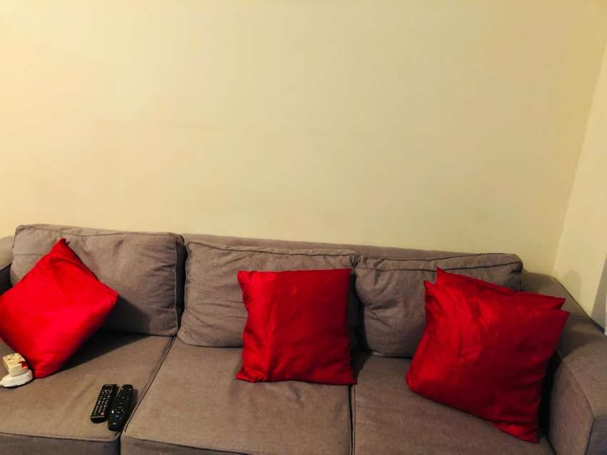 Couch for sale R5000 neg 0