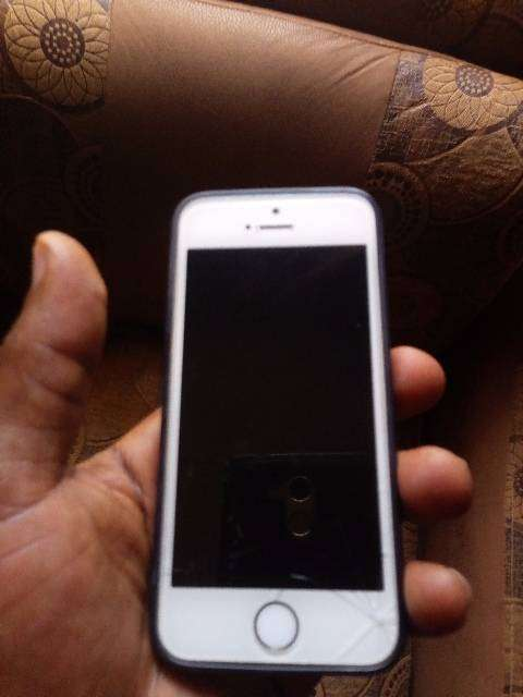 Nigerian used clean iPhone 5s 0
