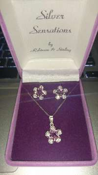 Image of Silver Diamante Flower Earring and Necklace Gift Set For Sale