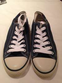 Image of Mens Levi Lo Sneakers (size 9) for sale