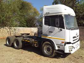 Nissan UD 460 Horse Truck Tractor