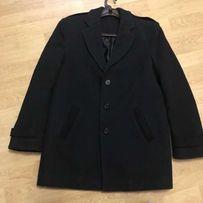 Мужское зимнее теплое черное пальто. Размер М.