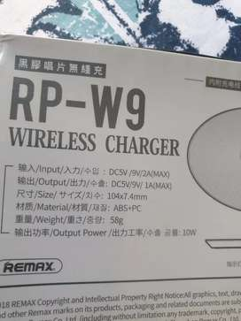 remax Ultra-thin vinyl series Desktop Wireless charger iPhone/Samsung