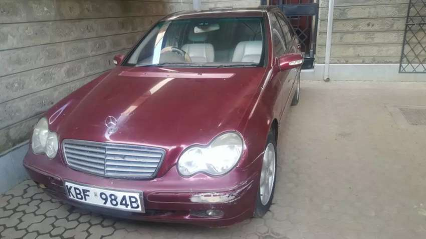 Mercedes benz c240 very clean fully loaded 0