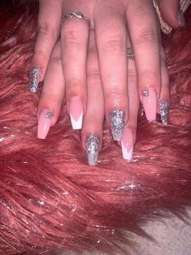 Nail tech available in Arcon Park area