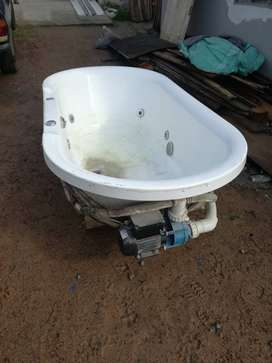 Jacuzzi with motor