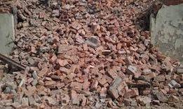 бій бетону та цегли та земля на засипку
