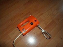 Электрический миксер-взбивалка