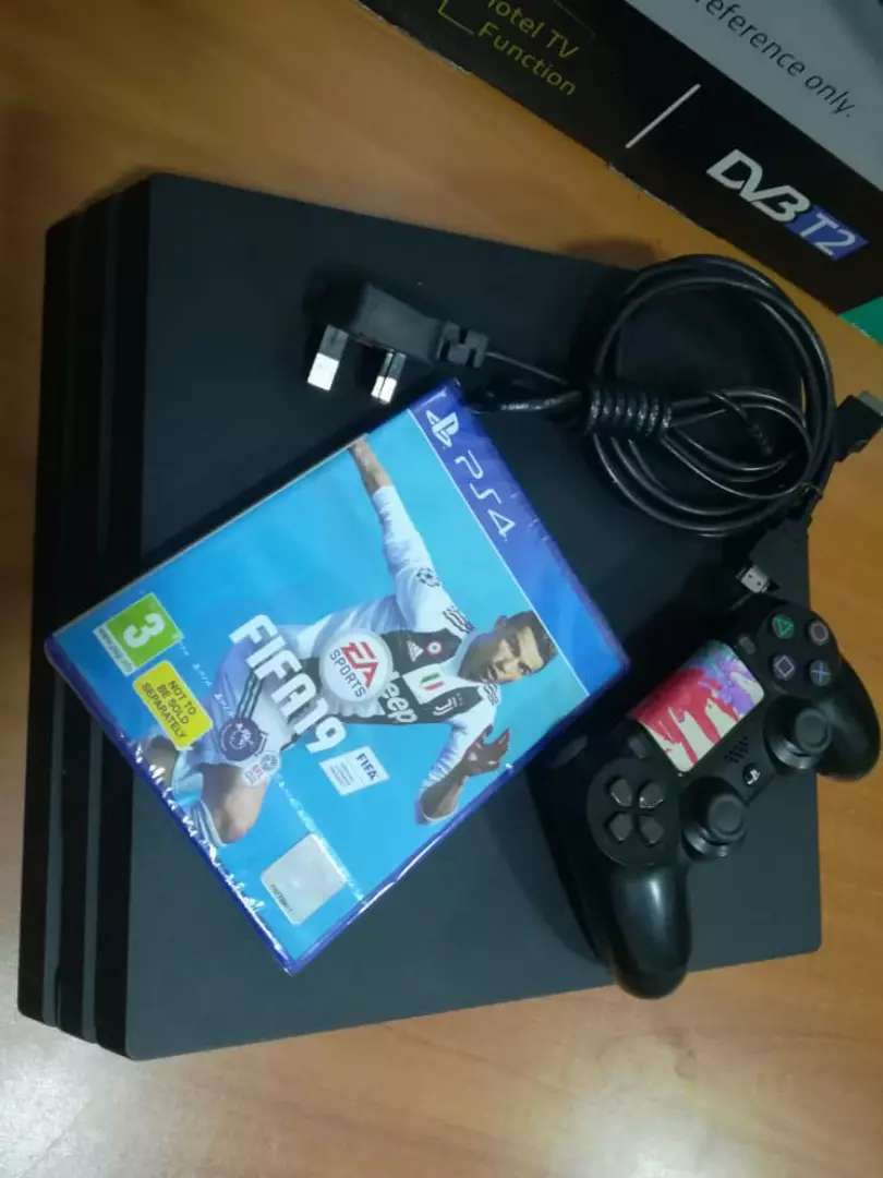PS4 PRO WITH FIFA 19 0