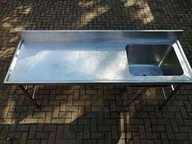 Stainless steel seamless butcher table