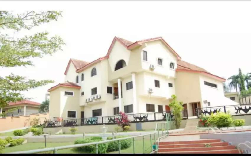Luxury 10 bedroom mansion with boysquaters for sale 0