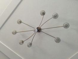 Żyrandol z lampą