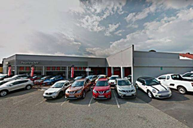 720 SQM SHOWROOM WITH FRONTAGE ONTO BEYERS NAUDE DRIVE FOR RENT