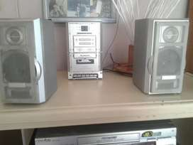 Diamond music centre in excelent sound and working order