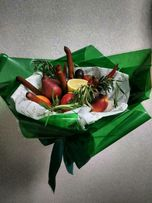 Букет з фруктів, овочів, солодощів на замовлення