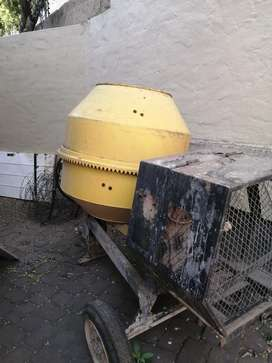 I am selling a cement mixer