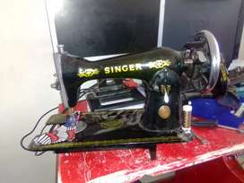 Singer hand operated sewing machine for sale R750 working priced to go