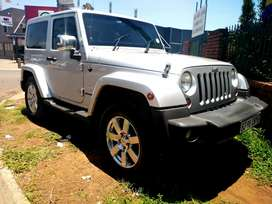 Clean Automatic Jeep Wrangler 2010 model