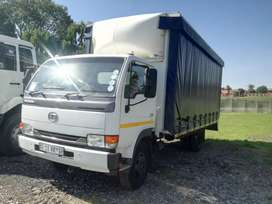NISSAN UD40 CURTAIN SIDE TRUCK