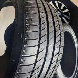 2×275/35/19 MICHELIN Runflat tyres for sale it's available now