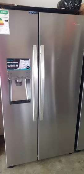 Hisense H700si-id side by side fridge with water and ice dispenser