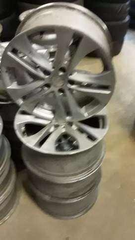 Set of 17inches Mercedes Benz mags rim available